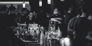Die 7 besten Trinkspiele zum Vortrinken und für Partys